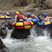 Costa_Rica_Excursion_Native_Way_Whitewater_Tubing_family